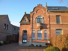 Karaktervolle te moderniseren herenwoning in het centrum van Nijlen met ruime tuin.Deze authentieke woning bestaat uit inkomhal, leefruimte met zithoe