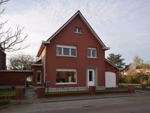 Zeer ruime woning (open bebouwing) gelegen op een perceel van ca 900m².Deze woning is centraal gelegen en heeft een goede bereikbaarheid.Achteraa