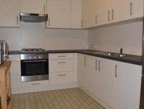 Ruim 2 slaapkamer appartement met een bewoonbare oppervlakte van 85m².Appartement bestaat uit: Inkomhal met vestiaire mogelijkheden en apart gast