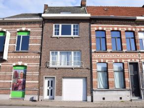 Deze te renoveren woning is gelegen aan het kruispunt met de Berlarij en heeft een mooi uitzicht op de Nete.De woning zelf omvat op het gelijkvloers e