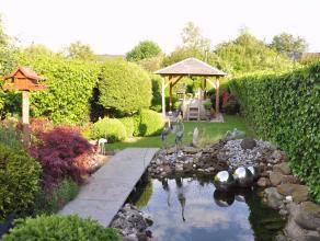 Mooie charmante woning met 4 ruime slaapkamers en prachtige tuin met wellness vlakbij centrum Wommelgem.Gelijkvloers: Authentieke inkomhal, leefruimte
