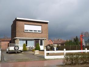 Gunstig gelegen halfopen bebouwing nabij het centrum van Nijlen, doch rustig gelegen.Deze woning is gelegen op een perceel van 556m² en omvat een
