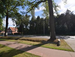 Zuid georiënteerde bouwgrond voor open bebouwing met een straatbreedte van 27m en een totale oppervlakte van 1404m².Goede bereikbaarheid, na