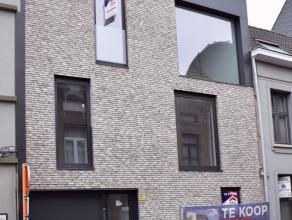 Mooi nieuwbouwappartement In het centrum van Lier, gelegen in de nabijheid van hogeschool, openbaar vervoer, winkels,...Het appartement op de eerste v