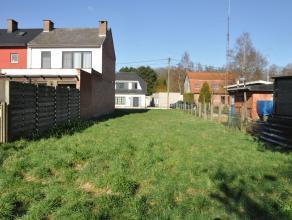 Bouwgrond van 411,5m² voor halfopen bebouwing met zuid gelegen tuin in doodlopende straat.