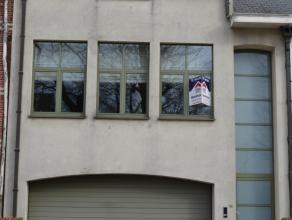 Prachtig luxueus afgewerkte woning in centrum van Sint Jozef Olen.Deze woning bestaat uit een gezamenlijke garage (plaats voor 2 wagens + bergruimte)