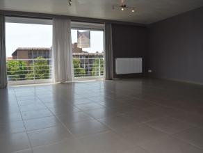 Zeer goed gelegen instapklaar appartement in centrum van Herentals nabij openbaar vervoer en station.<br /> Dit appartement bestaat uit ruime inkomhal