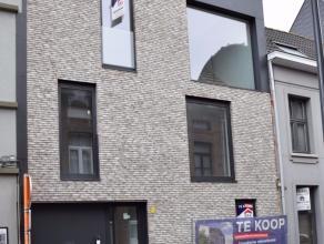 Nieuwbouwappartement met 1 slaapkamer in het centrum van Lier. Dit energiezuinig appartement bestaat uit living met volledig uitgeruste keuken, badkam