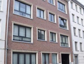 Mooi duplex appartement in hartje Lier, met een prachtig zicht over heel de stad. Bestaande uit 3 slaapkamers, open keuken met ingebouwde toestellen,