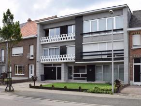 Duplexappartement (160m²) met een grondoppervlakte van 900m²te koop nabij centrum Kessel.<br /> Het gelijkvloers bestaat uit een ruime garag