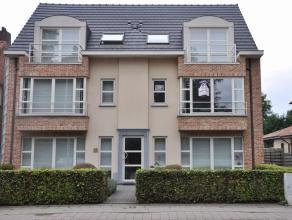 Zeer mooi appartement op de 1ste verdieping met ruim terras nabij centrum Herenthout. Het appartement omvat ingerichte keuken, living, badkamer met li
