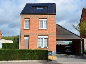Volledig vernieuwde hoogwaardig afgewerkte woning vlakbij centrum van Vorselaar met een mooie tuin van 1030 m².<br /> Deze woning bestaat uit ink
