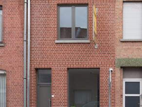 Op de grens tussen Harelbeke en Kortrijk, ligt deze rijwoning die volledig gerenoveerd werd met het oog op een optimaal gebruik van ruimtes en lichtin