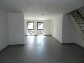 Nieuwbouwappartement gelegen langs de Hannuitsesteenweg 224 bus 2 te Tienen (Bost), rechts boven de handelsruimte. Dit duplex- appartement werd opgeri