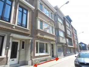 Ruim gebouw perfect voor het uitoefenen van een vrij beroep, is gelegen langs de Leuvenselaan 133 te Tienen. Kan tevens ook gehuurd worden als een pri