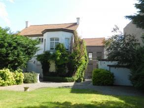Karaktervolle woning, deels op te frissen, met een mooie tuin, terras en afzonderlijke garage, gelegen te Landen, Kerkstraat 25, totale perceeloppervl