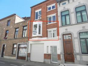 Instapklaar appartement met twee slaapkamers, gelegen in het centrum van Tienen, Kapelstraat 6. Betreft een gebouw met 2 gerenoveerde appartementen. D