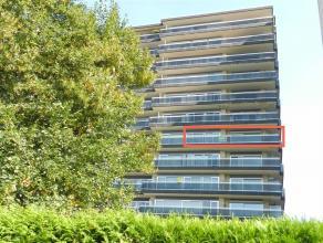 Ruim instapklaar appartement, gelegen op de zesde verdieping, Residentie Beatrijs 73 te Tienen, bewoonbare oppervlakte van 92m2. Het betreft een hoeka