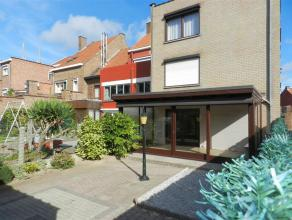Instapklaar en gezellig appartement, gelegen te Tienen, Breisemstraat 30 bus 1, gelijkvloers met kelderverdiep. Het appartement omvat een inkomhal met