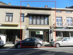 Handelspand met woonst, gelegen in de winkel- wandelstraat te Landen, Stationsstraat 79, perceeloppervlakte van 1a 35ca. Gelijkvloers omvat een commer