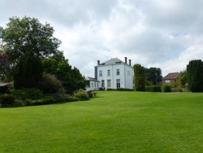 Bien rare sur le marché, magnifique propriété de Maître entourée d'un parc de 1 hectare ! Sur +/- 300m², elle c