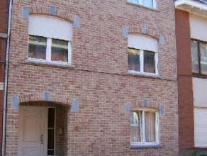 Centre et gare,  appartement au 1er étage dans petit immeuble récent comprenant hall d'entrée, living avec cuisine américa