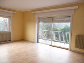 Dans une petite copropriété de deux appartements, agréable appartement au deuxième étage (pas d'ascenceur) comprena