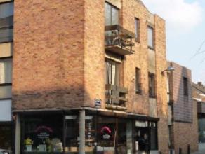 En plein centre, dans un petit immeuble sans ascenseur, sympathique appartement duplex de 2 chambres au 2ème et 3ème étage. Compr