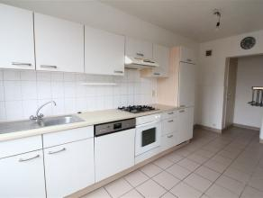 Bel appartement 2ch + terrasse (+/-95m²) situé à proximité de la Basilique de Koekelberg. Composé d'un hall d'entr&ea