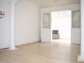 Maison de rangée comprenant: Au rez-de-chaussée: Hall d'entrée, séjour avec salon et salle à manger, cuisine &eacut