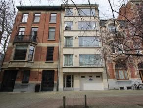 HARMONIE PARK : op de zuidelijke stadsrand van Antwerpen centrum:KARAKTERVOL & RUIM 2SLPK APPT in kleinschalig, goed onderhouden