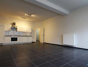 Volledig gerenoveerd 1-slpk appartement. Deze woonst werd van A tot Z gerenoveerd en bestaat uit ruime living met open keuken (voorzien van oven en da