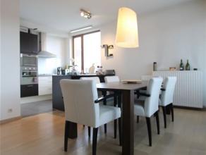 """Luxueus afgewerkt en gunstig gelegen nieuwbouw appartement ondergebracht in project """"ZUIDER VELODROOM"""" met zonnig terras.Men betreedt het appt via de"""