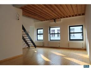 Leuk, comfortabel en praktisch appartement in klein gebouw/ geen algemene kosten!Inkom in woon-en leefruimte van ca 30 m² op plankenvloer met vas