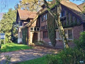 """Aan park """"Den Brandt"""": Uitzonderlijke interbellum villa in cottagestijl op uniek perceel van ca 1.142 m² : Ruime, statige villa aan de rand van p"""