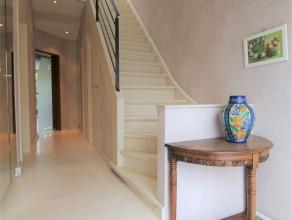 Instapklare woning met tuin in rustige wijk. Deze perfect onderhouden woning beschikt over een bewoonbare oppervlakte van 243 m² (garage inbegrep