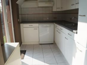 VEELOMVATTEND appartement op MOOIE locatie bestaande uit inkom, leefruimte, ingerichte keuken, 2 grote slaapkamers, badkamer, berging, AANGENAAM TERRA