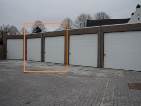 RUIME GARAGEBOXEN - NIEUWBOUW te huur, in garagecomplex, inrijden langs de Astridlaan. Oppervlakte 24,50m², HOGE POORTEN 3m. Elektriciteit aanwez