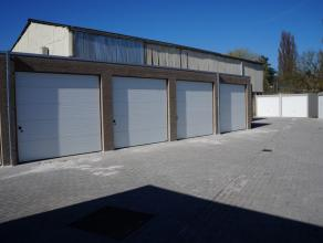NIEUWBOUW GARAGEBOX 9 te huur.  In garagecomplex, inrijden langs de Astridlaan. Elektriciteit aanwezig.