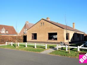 Mooie, alleenstaande woning met 2 slaapkamers en tuin, gelegen in een rustige woonwijk te Gistel. Uitstekend gelegen en vlakbij invalswegen, openbaar