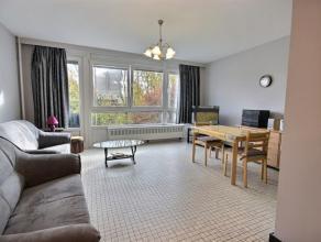 Superbe appartement avec garage privatif entièrement rénové. Composition : Hall d'entrée, salon, salle à manger ave