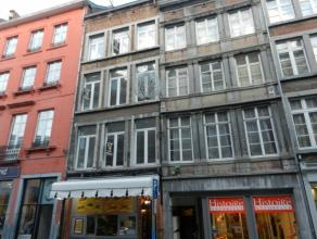 Au cur de la ville de Namur, dans un bâtiment remis à neuf en 2015, spacieux et lumineux appartement de +- 150m² composé de 2