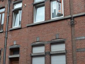 appartement met 1 slaapkamer in stadshuis, op eerste verdieping. Gelegen in rustige buurt, niet ver van winkelcentrum en van de Maas. Living, keuken,