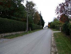 Dans une petite rue calme à circulation locale, très beaux terrains rectangulaires et plats de 18 ares avec jolies vues arrières