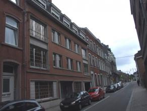 A proximité immédiate du centre de Namur et de toutes ses facilités, dans un immeuble avec ascenseur, bel appartement aux espaces