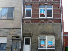 Centraal doch rustig gelegen woning met terras, op enkele meters van de Oude Vest. De woning heeft veel ruimte en is grotendeels gerenoveerd: nieuwe i