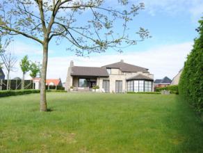 UNIEKE EIGENDOM - villa op prachtig perceel van 15 are met fantastische tuin. Ieder moment van de dag vind je hier een plekje om te genieten dankzij d