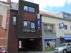 Gloednieuw en modern appartement voorzien van alle comfort en maatkasten op de slaapkamers.Op de eerste verdieping heeft u de inkomhal en woonkamer me