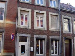 Situé près du centre ville de Liège, cette maison est composée de 2 grandes chambres avec 1 salle de douche, 1 cuisine &ea