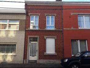 Maison 2 chambres à rénover, proche des commodités.Rez : salon (4,5 x 4), cuisine (3,75 x 1,5 ), salle à manger ( 3,75 x 3